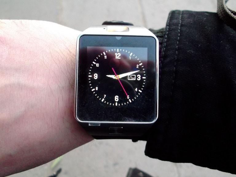 Ревю на умния часовник SmartWatch dz09 клонинг на Samsung Gear 2 за смешна цена
